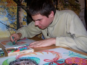 Foto van Stefan die aan het scribbelen is